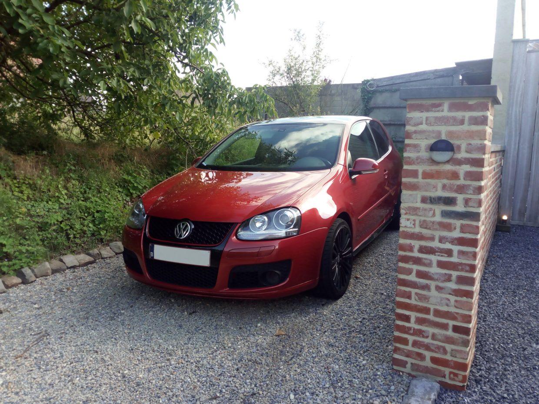 Volkswagen Golf MK5 red
