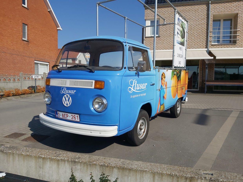 Volkswagen T2 Bus - 2